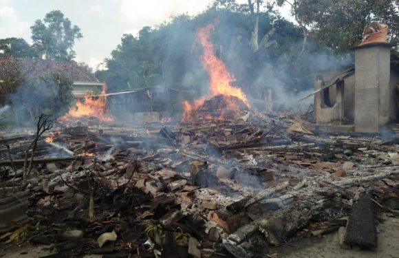 Rumah Warga Rukti Basuki Ludes Terbakar di Siang Bolong