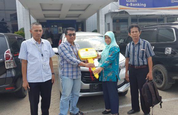 BRI Cabang Bandarjaya Serahkan Hadiah Toyota Avanza