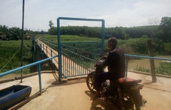 Warga dan Pelajar Keluhkan Jembatan Milik Pribadi Yang Ditutup