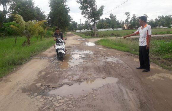Pulahan Tahun Rusak, Warga Inginkan Perbaikan Jalan Kabupaten