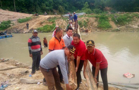 Bupati dan Anggota Dewan Respon Penutupan Jembatan di Putralempuyang