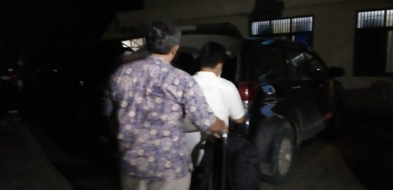 Tim Penyidik Bawa Koper dan Tas, Leluar Dari Aula di Polres Lampung Tengah