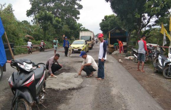 Jalintim Sumatera Km 77 Rusak dan Sering Terjadi Kecelakaan, Karang Taruna Bergerak