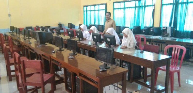 Tersedia 40 Komputer, SMPN 1 Terusannunyai Siap Gelar UNBK