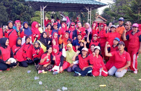 Ajak Masyarakat Sehat, Ni Ketut Dewi Nadi Gulirkan Senam Keliling Kampung