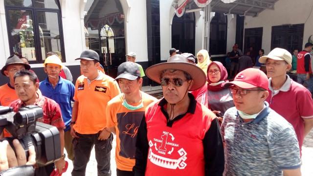 Bupati Loekman Gotong-royong Bersihkan Drainase di Bandarjaya Barat