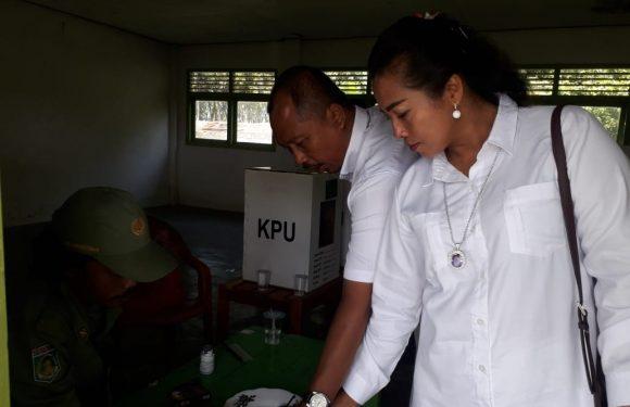 Nyoblos di TPS 05, Komang Koheri Berharap Bisa Mewakili Daerah Kelahirannya