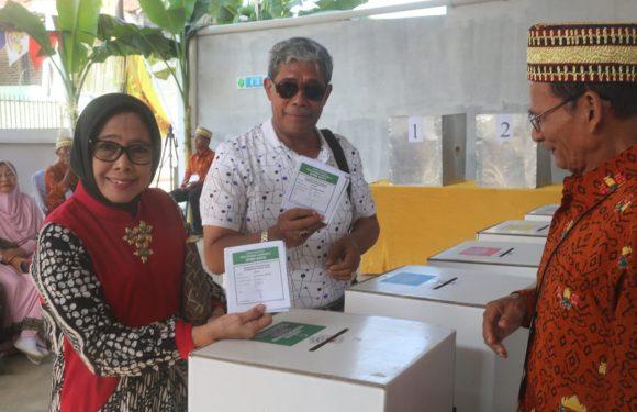Usai Mencoblos di Tanjungsenang, Bupati Loekman Tinjau TPS Lamteng