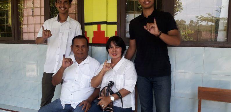 Bersama Keluarga, Ni Made Winarti Nyoblos di TPS Rama Gunawan