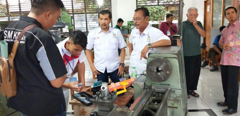 Hari Pertama LKS, Yos Devera Targetkan SMK Lamteng Juara Provinsi