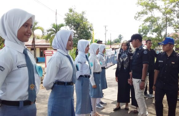 Anggota Polsek dan Koramil Seleksi Calon Paskibra Kecamatan