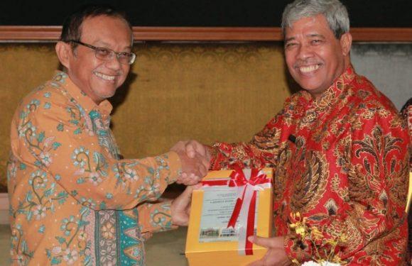 Dibawah Kepemimpinan Bupati Loekman, Pemkab Lamteng Terima Predikat WTP