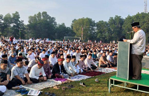 Bupati Loekman Shalat Idul Fitri Di Lapangan Merdeka Kampung Poncowati