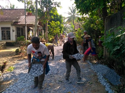 Pembangunan Jalan Lapen Kelurahan Simbarwaringin Dikebut