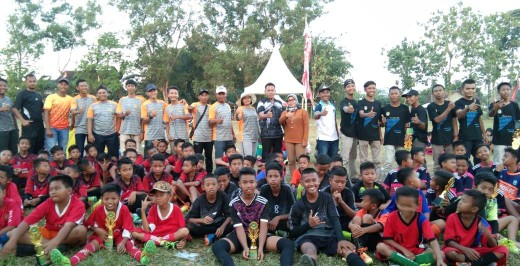 Balon Kakam Rukti Basuki Dukung Turnamen Sepak Bola U-13 Wilayah Timur