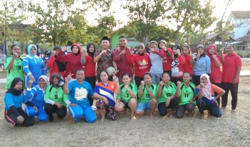 Sambut HUT Kampung, Pemuda Sri Kencono Gelar Sepak Bola Ibu-Ibu