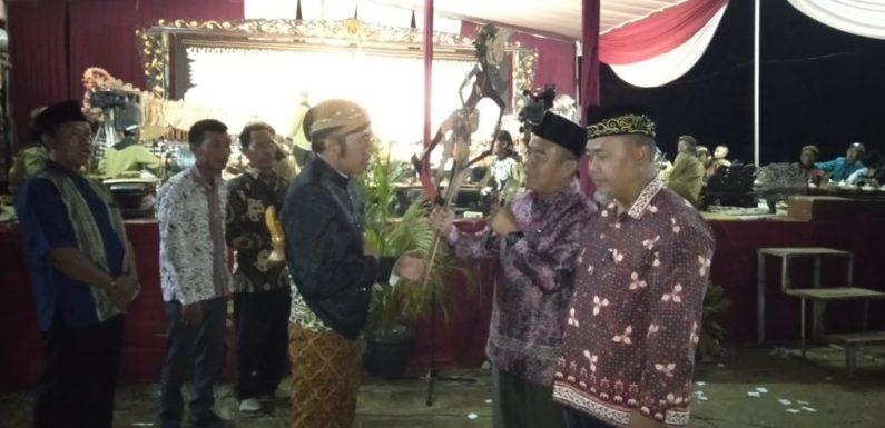 Malam Puncak HUT ke-84, Kelurahan Simbarwaringin Gelar Wayang Kulit Semalam Suntuk