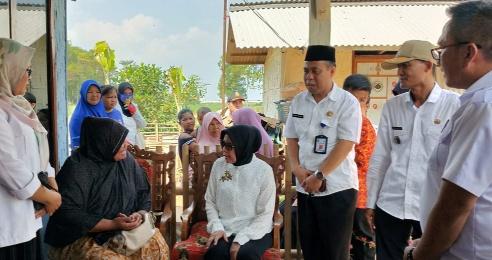 Kunjungan Ketiga, Tim Goro Kecamatan Terbanggibesar Temui Warga Tak Mampu di Bandarjaya Timur