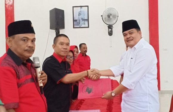Musa Ahmad – Ardito Wijaya Kembalikan Berkas Pendaftaran ke PDI-P Lamteng