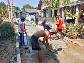 Manfaatkan Dana Gotong Royong, Warga Simbarwaringin Bikin Jalan Cor
