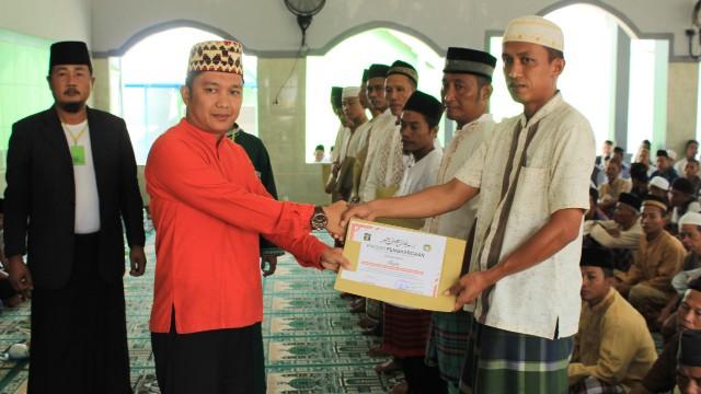 Khatam Al-Qur'an, 10 Napi Lapas Gunung Sugih Terima Penghargaan Dari Kalapas Syarpani