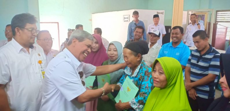 Terimakasih Bupati Loekman!! 841 Masyarakat Kampung Adijaya Terima Sertifikat PTSL