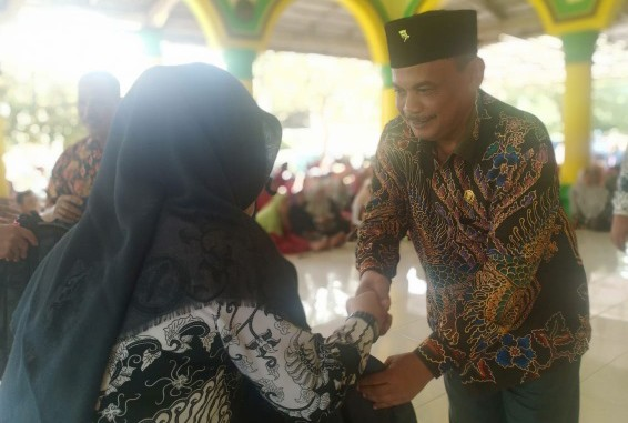 Ketua DPRD Lampung Tengah, Beri Reward Siswa Berprestasi