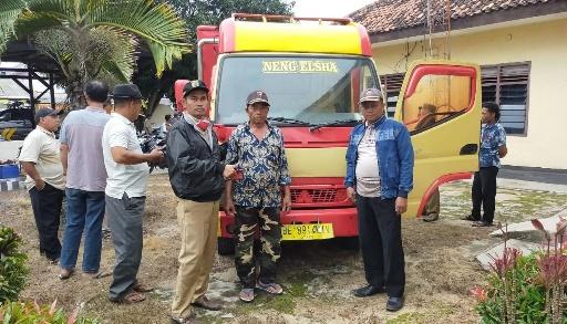 Ini Penampakan Truk yang Ditinggalkan Pencuri di Kebun Sawit Kampung Subangjaya