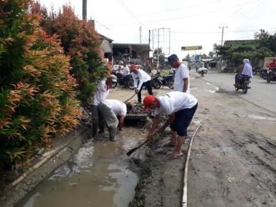 Camat Seputihmataram Ajak Warga Gotong Royong Bersihkan Saluran Drainase