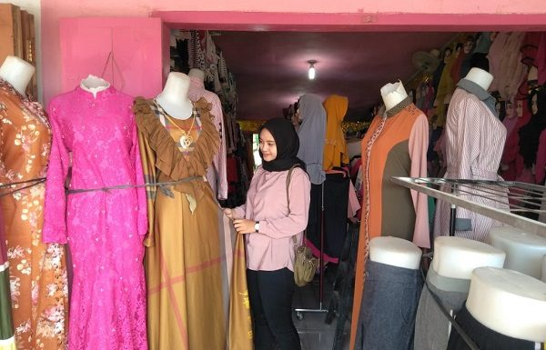 Mega Collection Tawarkan Aneka Trend  Model Busana Muslim Kekinian
