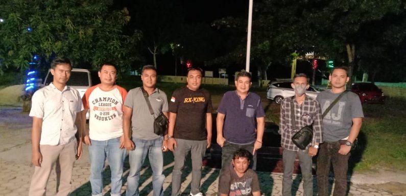 Apes.!! Lagi Nongkrong Ditambal Ban Ehh Digrebek Polisi