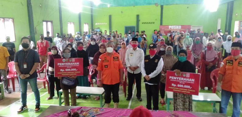 Perdana di Lamteng, Bupati Loekman Serahkan BLT-DD di Punggur