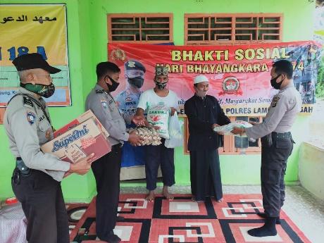 Sambut HUT Bhayangkara ke 74, Polsek Trimurjo Gelar Baksos di Ponpes Baitul Hamdi
