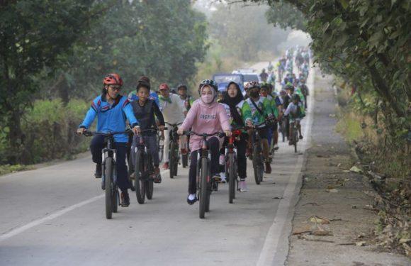Bangkitkan Semangat Olahraga, Nessy Kalviya Gowes Bareng Ratusan Masyarakat