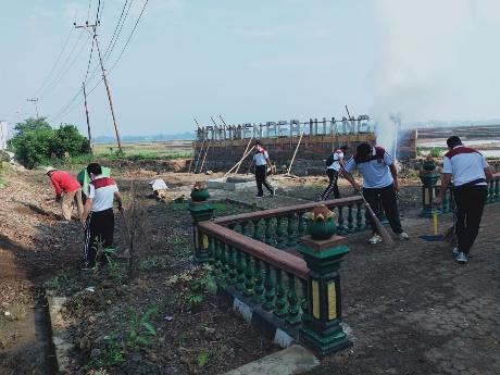 Kapolsek Trimurjo Bersama Perangkat Kampung Tempuran Gelar Baksos di Monumen Perjuangan
