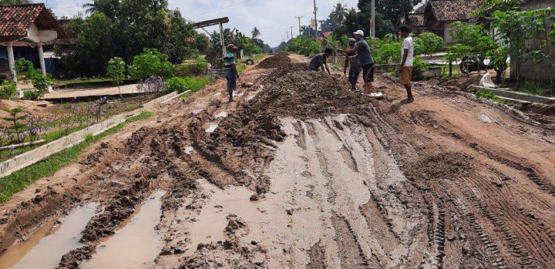 Jalan Kabupaten Rusak Berat, Ketua Fraksi NasDem Turunkan Sabes