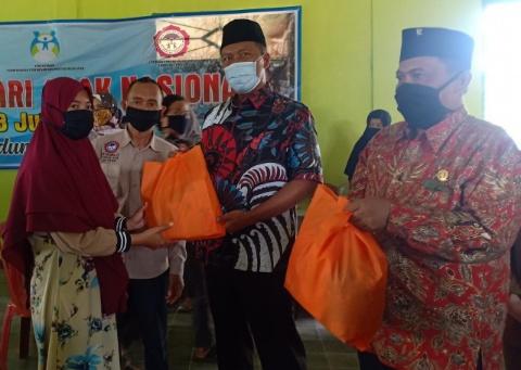 Komang Koheri Beri Edukasi dan Serahkan Bantuan untuk Anak di Lamteng