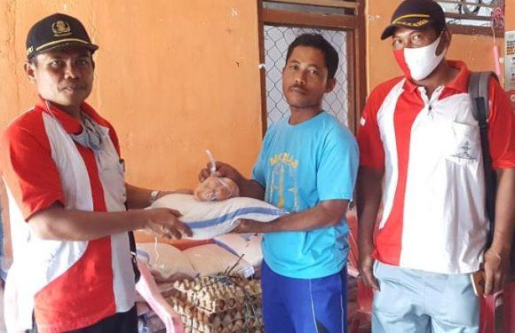 Kampung Binakarya Sakti Bagikan Sembako untuk Warga Terdampak Covid-19