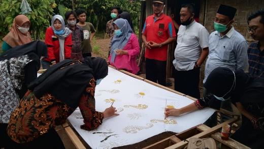 Camat Kalirejo Resmikan Rumah Produksi Karang Taruna Kampung Balairejo