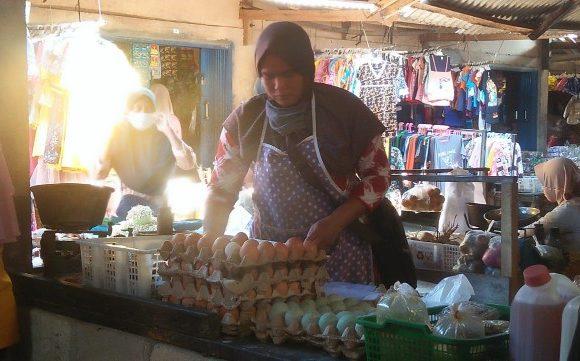 Jelang Ramadhan Harga Telur di Pasar Simpangagung Naik