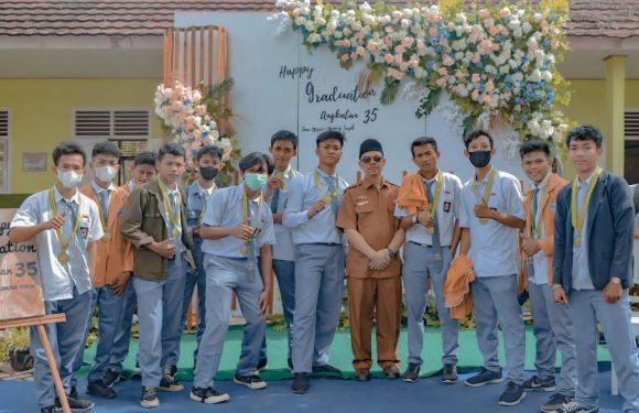 SMAN 1 Gunungsugih Luluskan 187 siswa Dengan Pengalungan Medali