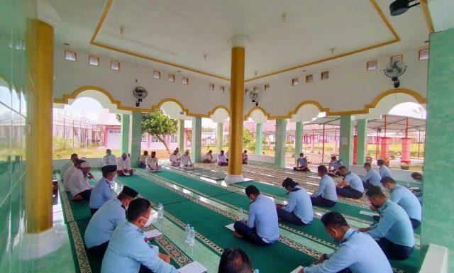 Doa Bersama 504 Napi Lapas Way Kanan untuk Indonesia Bebas Corona