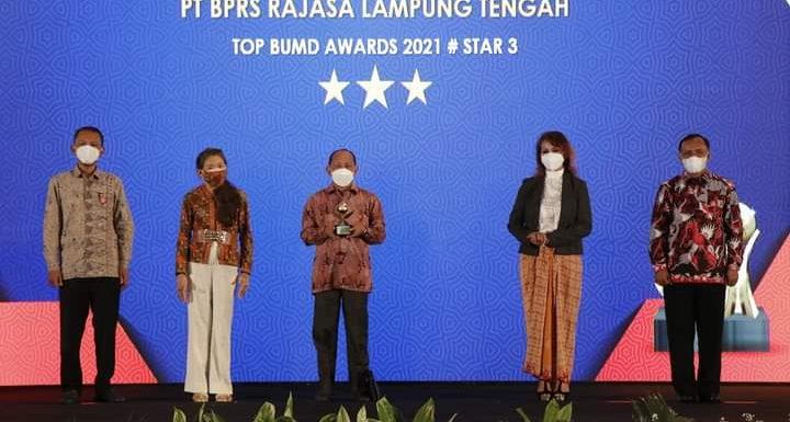 BPRS Rajasa Lampung Tengah Raih Penghargaan Bintang Tiga TOP BUMD Award 2021
