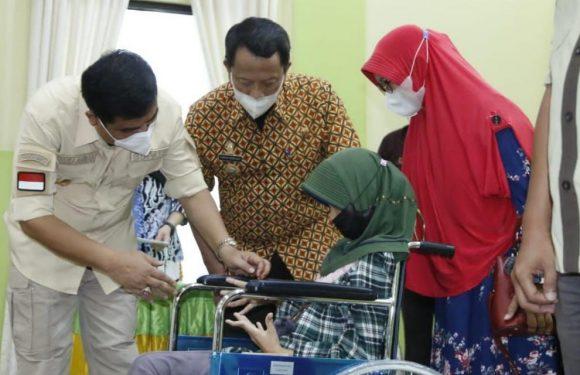 Buka Bimtek LK3 Dinas Sosial, Bupati Musa Ahmad Serahkan Hibah