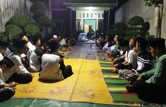 Peringati Maulid Nabi, Karang Taruna Sumber Katon Lakukan Shalawat Bersama