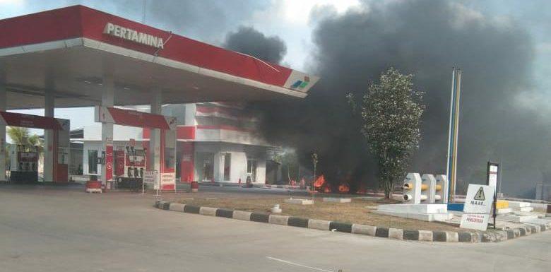 Isi BBM, Mobil Sedan Terbakar di SPBU Punggur