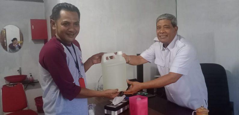 Chandra Bandarjaya Sumbang 50 Liter Hand Sanitizer