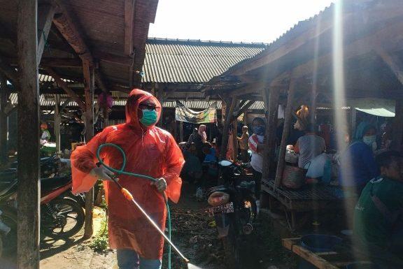 Peduli Pencegahan Covid-19, Kadek Joko Apresisi Pedagang Pasar Bangunrejo