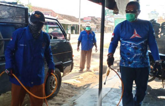 Almacida Andil Perangi Covid-19, Semprot Disinfektan di Tiga Kecamatan