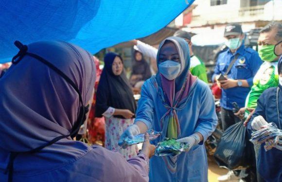 Nessy Mustafa Bagikan Masker dan Hand Sinitizer di Pasar Kalirejo